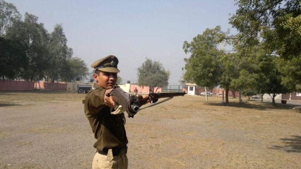 दिल्ली: होली पर गुब्बारे फेंकने से रोका, तो हुड़दंगियों ने पुलिसकर्मी पर चाकू से किया वार, फिर...