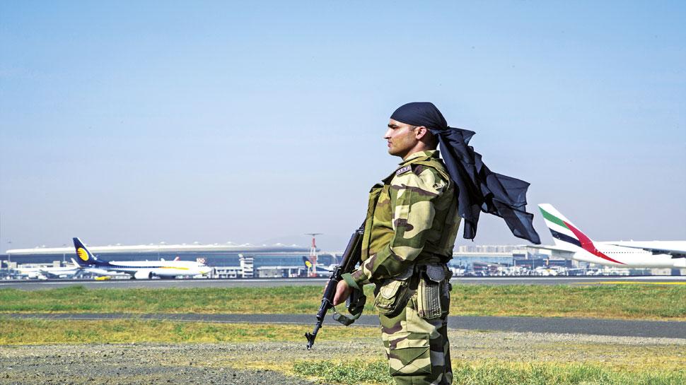 दिल्ली एयरपोर्ट: अमेरिकी नागरिक को CISF ने किया गिरफ्तार, बैग से मिला फर्जी पासपोर्ट