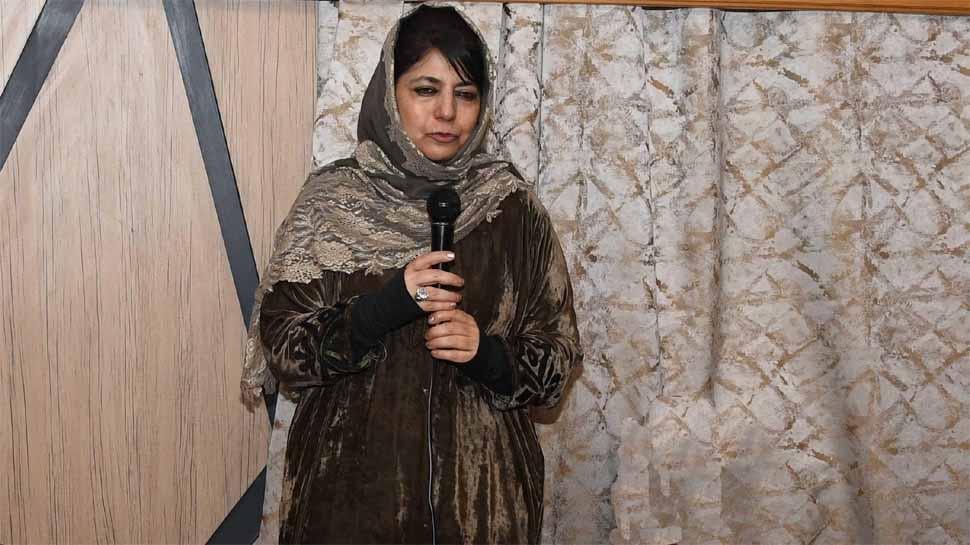 JKLF पर लगा बैन तो भड़कीं महबूबा- 'ये प्रतिबंध कश्मीर को खुली जेल में बदल देगा'