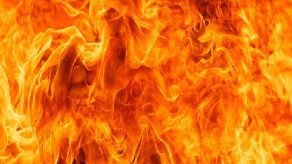 अलवर: राजगढ़ के जयपुर विद्युत वितरण निगम कार्यालय में अज्ञात कारणों से लगी आग