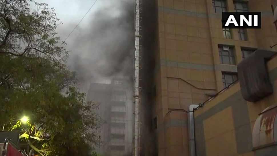 AIIMS के ट्रॉमा सेंटर में लगी भीषण आग, दमकल विभाग की 4 गाड़ियां मौके पर मौजूद