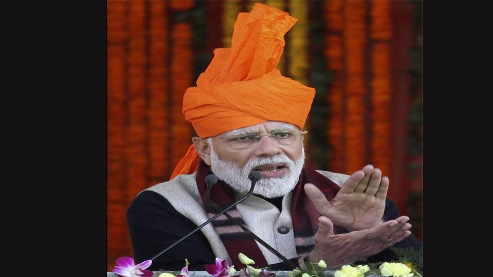 मंच पर जैसे ही लिया मंत्री का नाम, लोगों ने किया विरोध, कहा- यहां सिर्फ PM मोदी का नाम लें