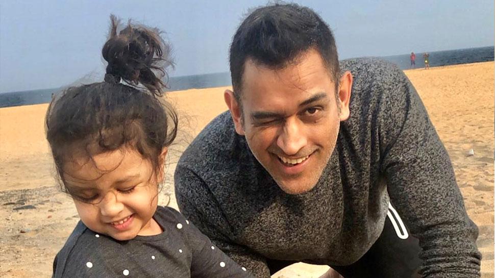 VIDEO: धोनी ने 6 भाषाओं में पूछा बेटी से हालचाल, जीवा ने दिए ये क्यूट जवाब