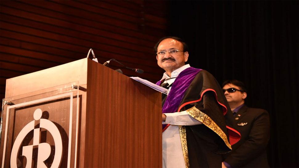 उपराष्ट्रपति ने महात्मा गांधी को दूरदृष्टि वाला बताया, बोले, 'उन्होंने दी थी कांग्रेस को भंग करने की सलाह'