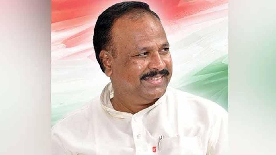 महाराष्ट्र: टिकट नहीं मिला तो पार्टी कार्यालय से 300 कुर्सियां ले गया नाराज कांग्रेस विधायक