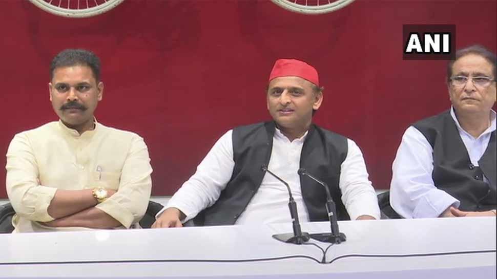 चौकीदार को इस्तीफा सौंप, अखिलेश की मौजूदगी में SP में शामिल हुए BJP के सांसद अंशुल वर्मा