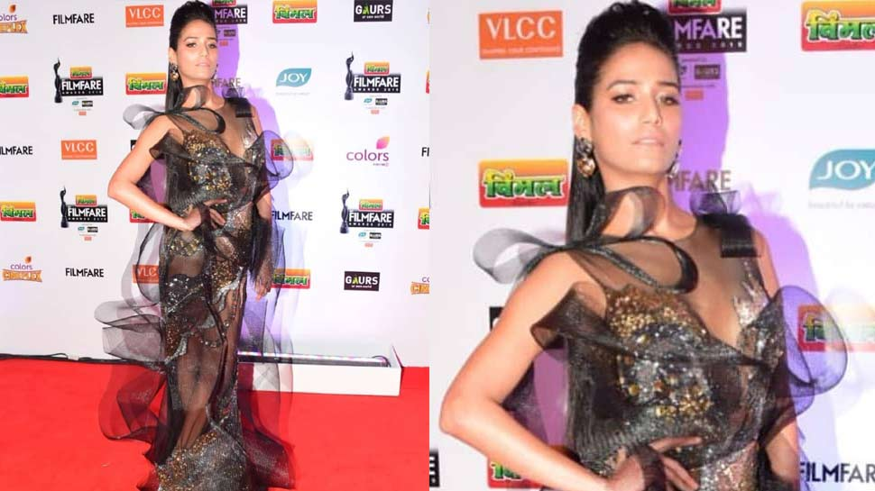 Poonam Pandey trolled for her dress