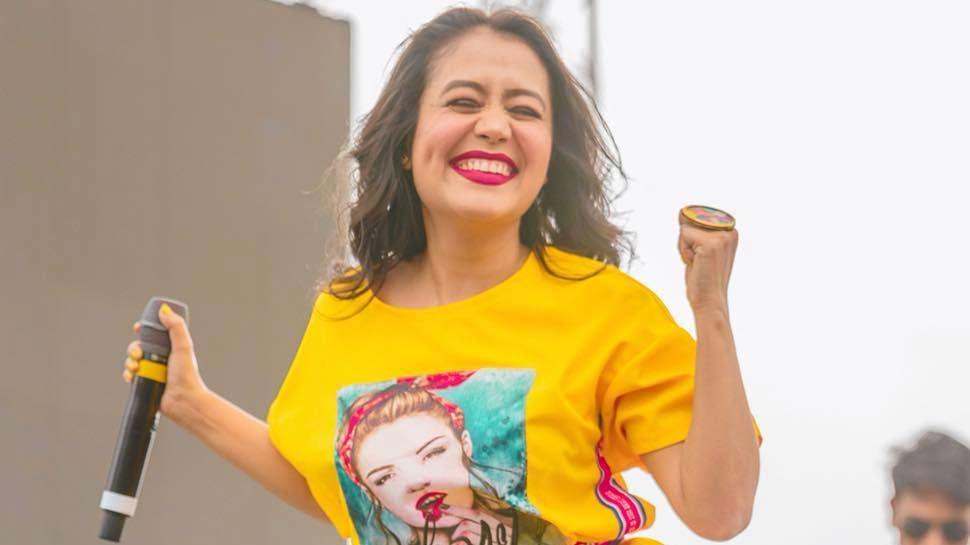 Video : नेहा कक्कड़ का गाना सुनकर दीवाने हुए लोग, बोले- 'आशिक बनाया आपने'