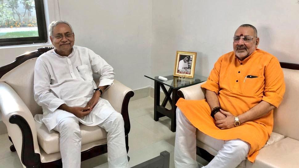सीएम नीतीश कुमार से मिले गिरिराज सिंह, बेगूसराय आने का दिया न्योता