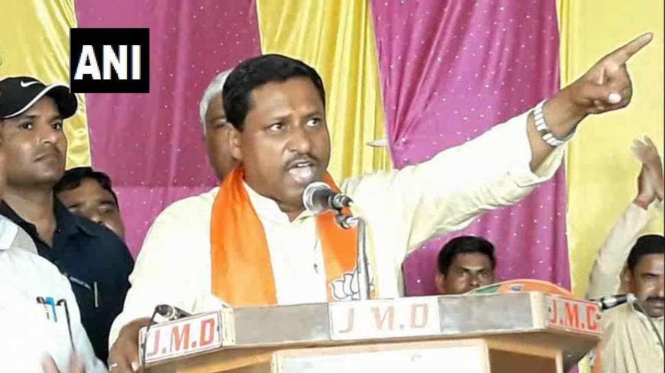 इटावा में रामशंकर कठेरिया, 'केंद्र-राज्य में हमारी सरकार, किसी ने अंगुली दिखाई तो तोड़ दी जाएगी'
