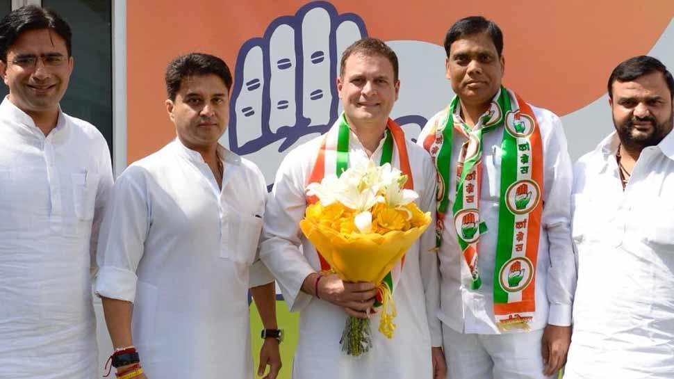 हरदोई के बाद इटावा के सांसद ने भी बदली पार्टी, BJP छोड़ मिलाया कांग्रेस से 'हाथ'