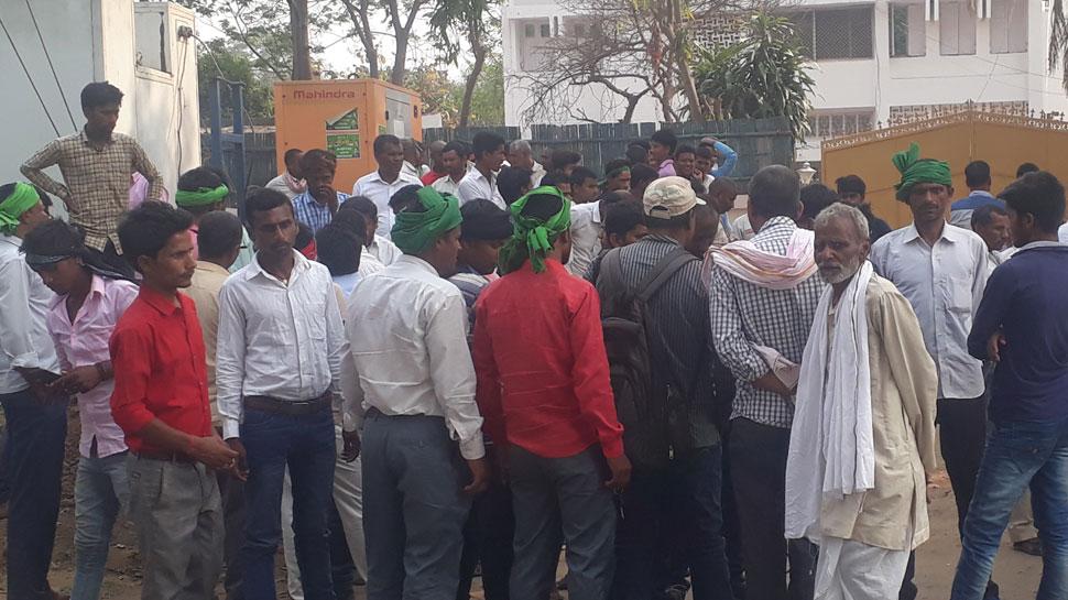आरजेडी कार्यकर्ताओं का हंगामा, तेजस्वी यादव पर लगाए पैसा लेकर टिकट देने का आरोप