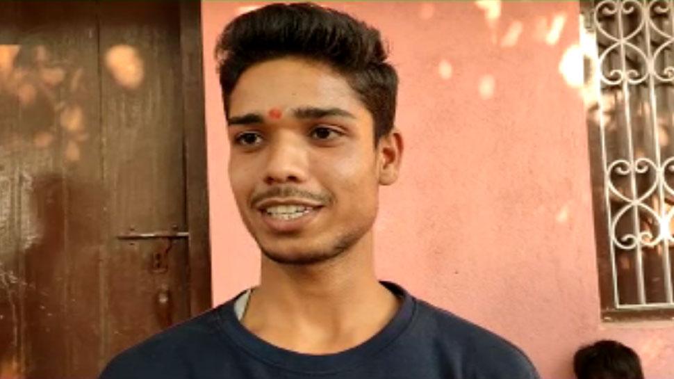 सिपाही पिता और आंगनबाड़ी सेविका का बेटा पवन बना बिहार का साइंस टॉपर