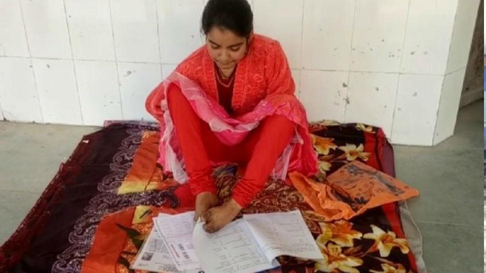 इंटर की परीक्षा में पैर से लिखकर प्रथम श्रेणी में सफल हुई अंकिता, बनना चाहती है IAS