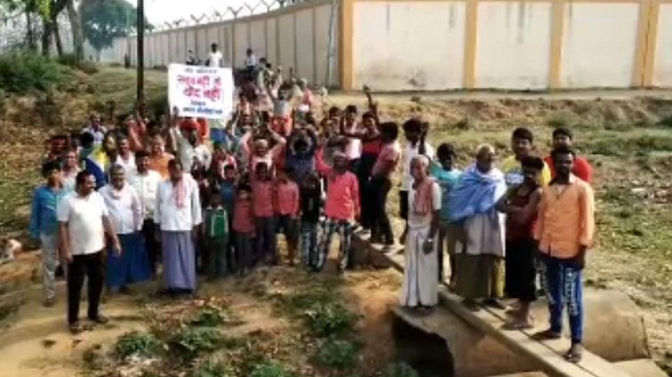 बिहारः 20 सालों से नहीं बना सड़क और पुल, ग्रामीणों ने कहा- 'सड़क नहीं तो वोट नहीं'