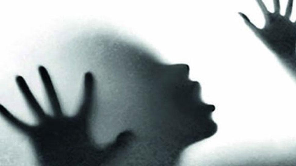 शर्मनाकः दादा ने की पोती के साथ हैवानियत, घटना के बाद आरोपी फरार