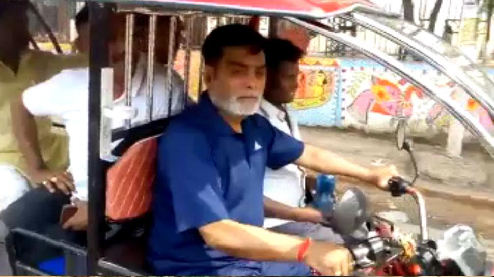 जब केंद्रीय मंत्री राम कृपाल यादव पटना में चलाने निकले ई-रिक्शा...
