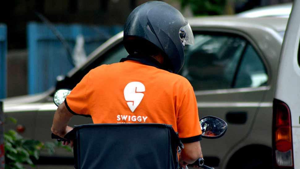 Swiggy Boy ने युवती से की अश्लील हरकत, शिकायत की तो मिला 200 रुपये का कूपन