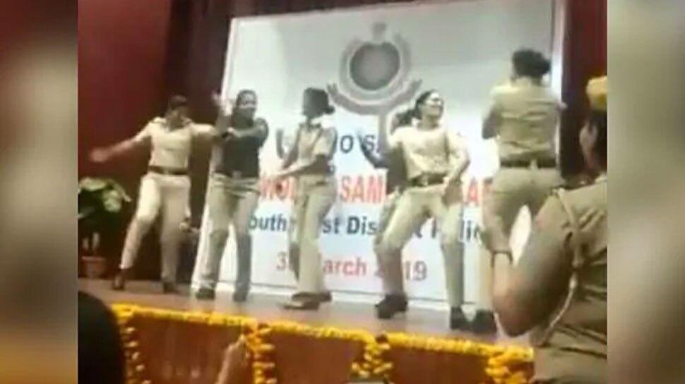 VIDEO: सपना चौधरी के गाने पर शहर की 'लेडी सिंघम' ने किया डांस, बंदूक छोड़ लगाए ठुमके