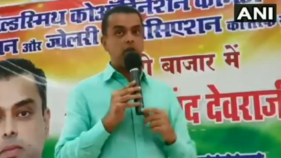 VIDEO: मिलिंद देवड़ा ने शिवसेना पर साधा निशाना, कहा- मंदिरों के सामने पकाया था मांस