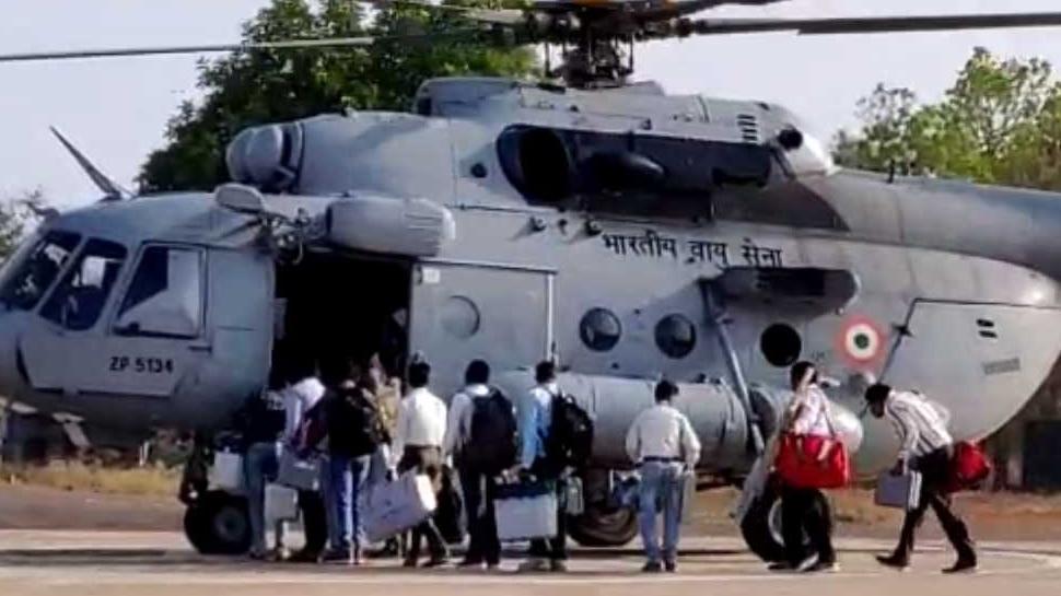 बस्तरः अति-संवेदनशील नक्सल क्षेत्र में मतदान कराने 3 दिन पहले ही हेलीकॉप्टर से रवाना हुआ दल