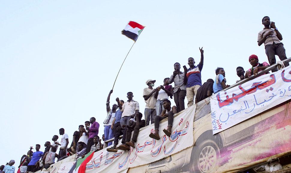 सूडान में तख्ता पलट की संभावना, टेलीविजन पर सेना ने कहा- 'जल्द होगी महत्वपूर्ण घोषणा'