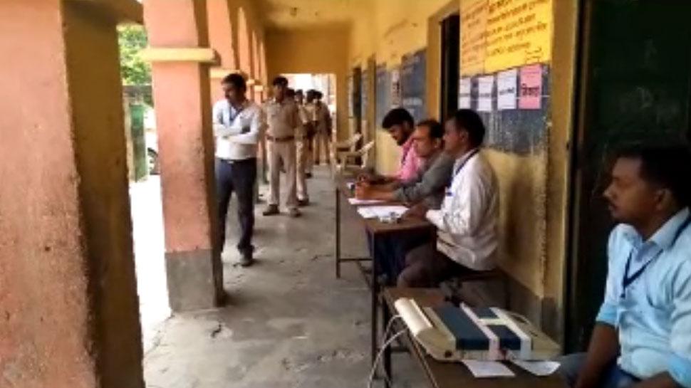 लोकसभा चुनाव 2019: नवादा के इस बूथ पर सुबह से नहीं पहुंचा एक भी मतदाता, किया वोट का बहिष्कार