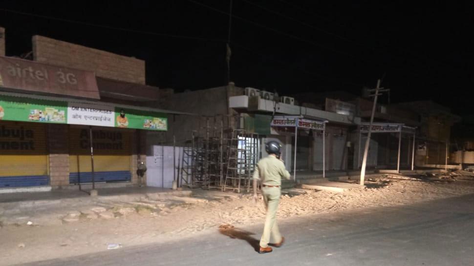जोधपुर: शहर में उपद्रव के बाद शांति समिति की बैठक जारी, पुलिस के आलाधिकारी हैं मौजूद