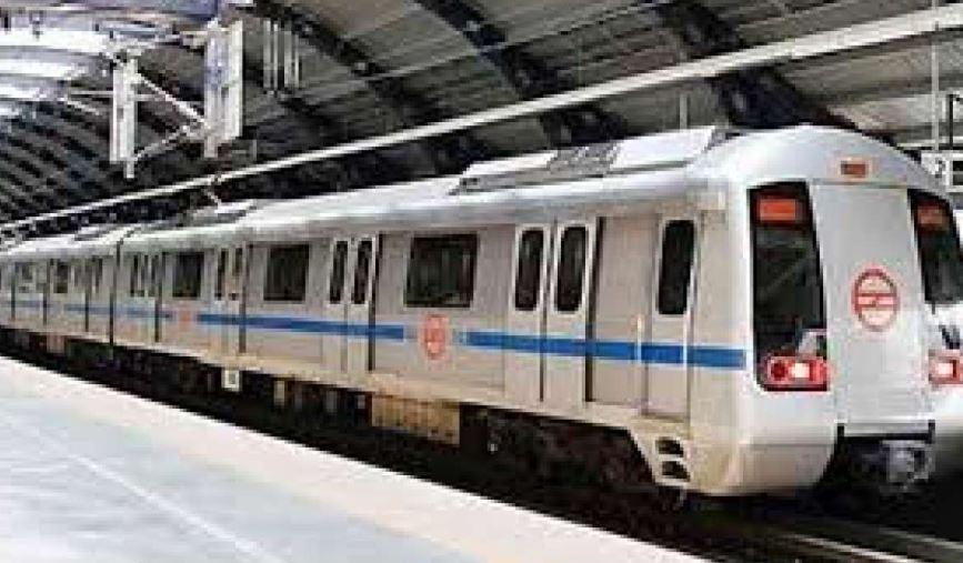 दिल्ली के द्वारका मेट्रो स्टेशन पर बुजुर्ग ने की आत्महत्या की कोशिश