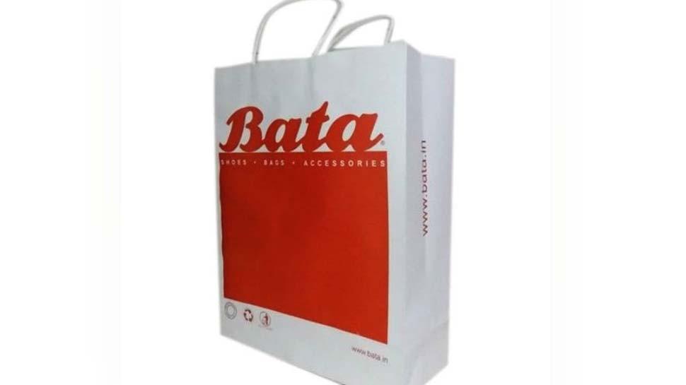 बाटा शोरूम ने कैरी बैग के लिए 3 रुपए वसूले, ग्राहक की शिकायत पर लगा 9 हजार जुर्माना