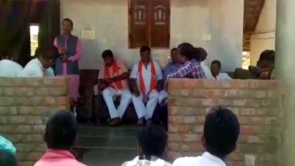 VIDEO: BJP विधायक के बिगड़े बोल, 'CCTV लगे हैं, कांग्रेस को वोट दिया तो पकड़े जाओगे'