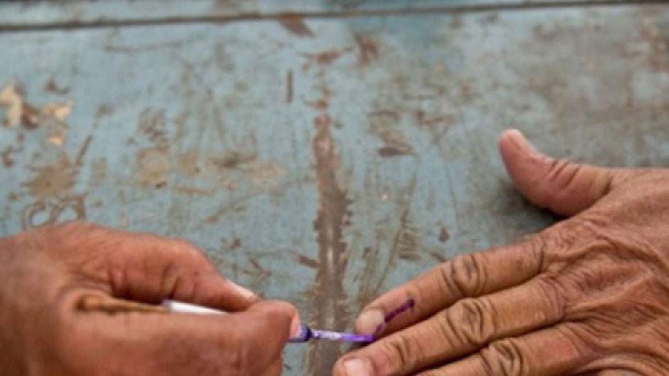 यूपी के बिजनौर में ग्रामीणों ने किया मतदान का बहिष्कार, बूथ नहीं बनाये जाने से थे नाराज