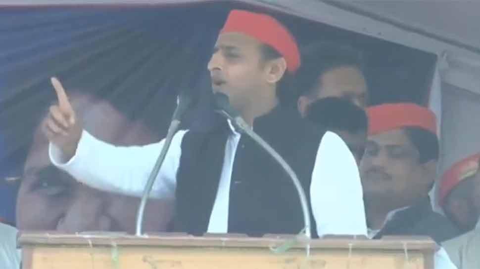 अखिलेश यादव ने आजमगढ़ से किया नामांकन, रैली में बोले- 'वो चायवाले हैं तो हम भी दूधवाले हैं'