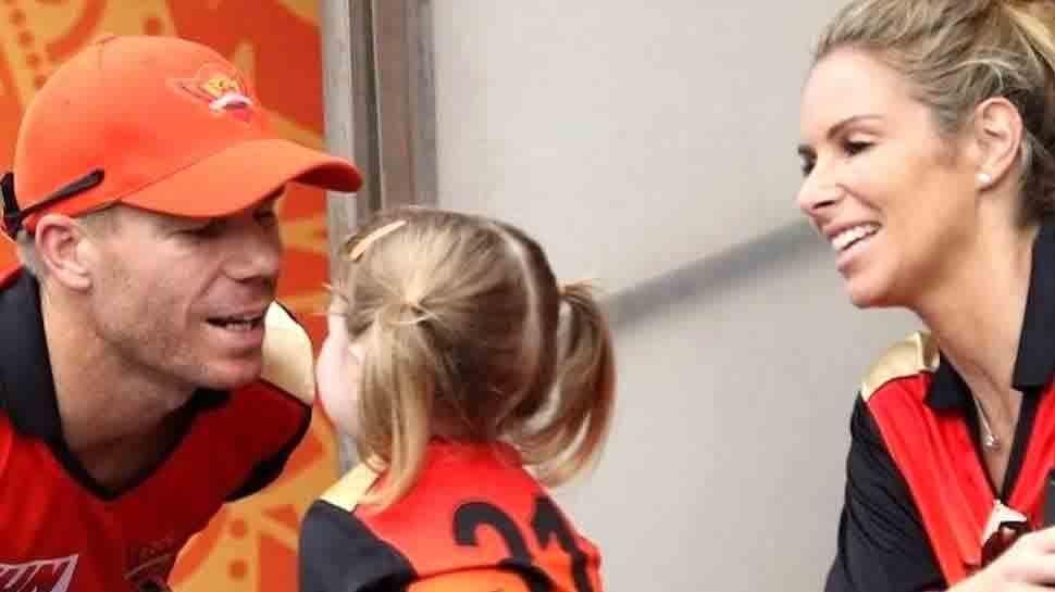 IPL 2019: बेटी ने दर्शकों के बीच से डैडी वॉर्नर को भेजा कौन सा मैसेज, देखें क्यूट VIDEO