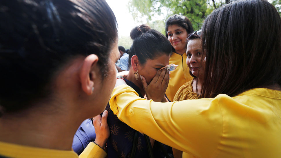 Jet Airways Employees crying at Jantar Mantar and appeal to save airlines