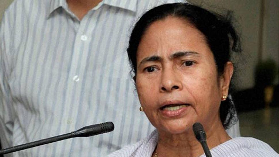 PM मोदी के नाम पर फिल्म बनी, कोट बना, बस जूता बनना बाकी रह गया है : ममता बनर्जी