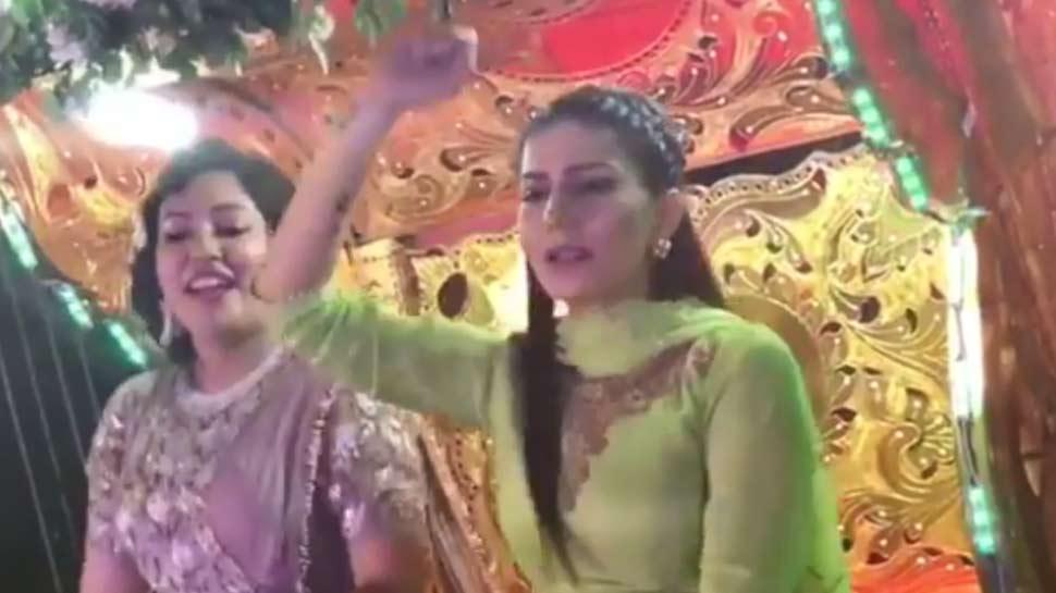 कोलकाता की एक बारात में 'टल्ली होकर' पर नाचीं सपना चौधरी, VIRAL हुआ VIDEO