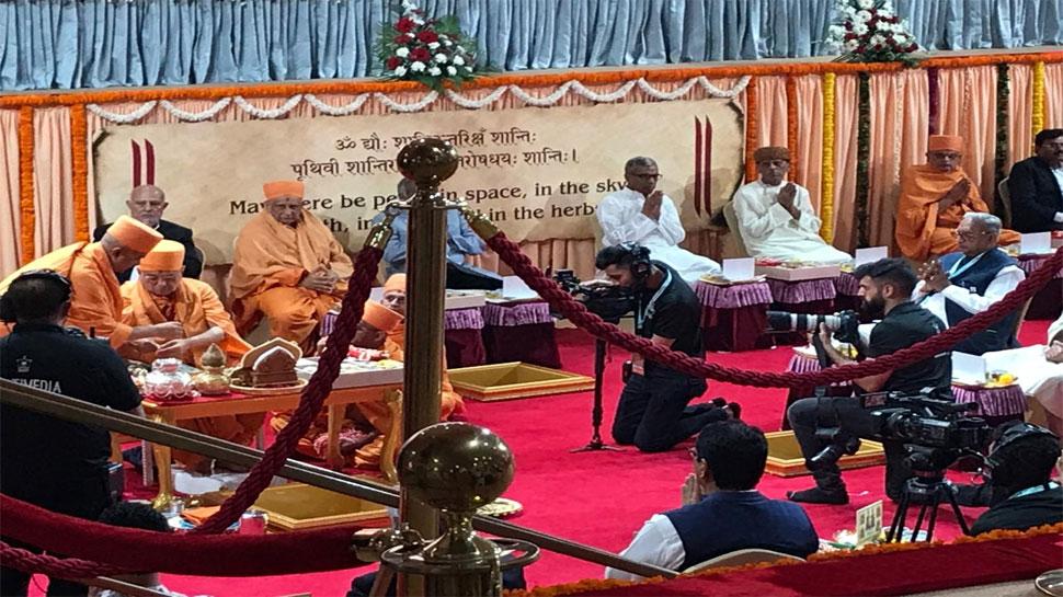 अबू धाबी में पहले हिंदू मंदिर का शिलान्यास, कार्यक्रम में शामिल हुए हजारों लोग