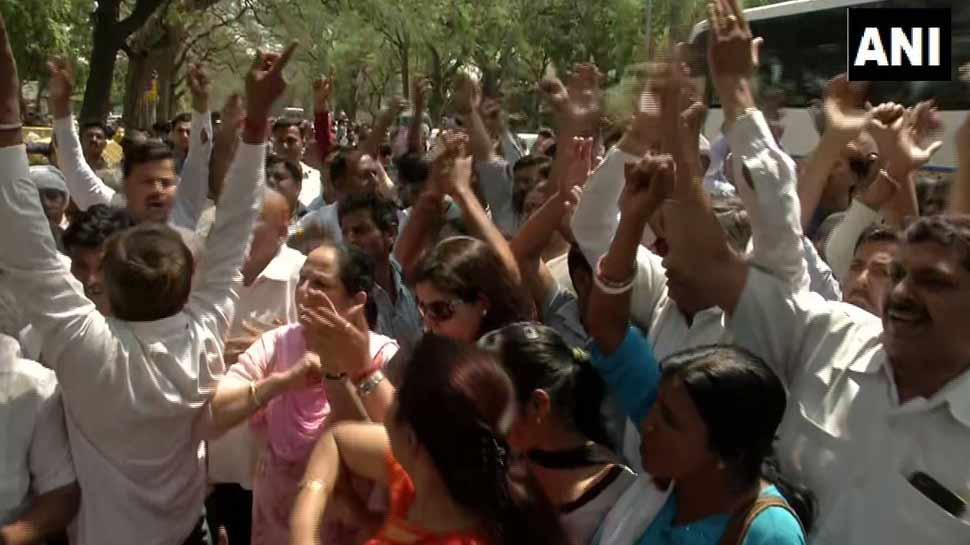 राहुल गांधी के घर के बाहर प्रदर्शन, दिल्ली के इन कांग्रेस नेताओं पर लटकी है तलवार