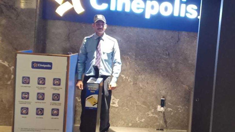 चंडीगढ़: सिक्योरिटी गार्ड ने दिखाई ईमानदारी, थियेटर में मिला डायमंड ब्रेसलेट महिला को लौटाया