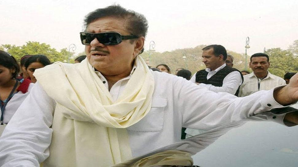 पटना में शत्रुघ्न सिन्हा के विरोध में उतरे कांग्रेस कार्यकर्ता, कहा- 'लालू का एजेंट'