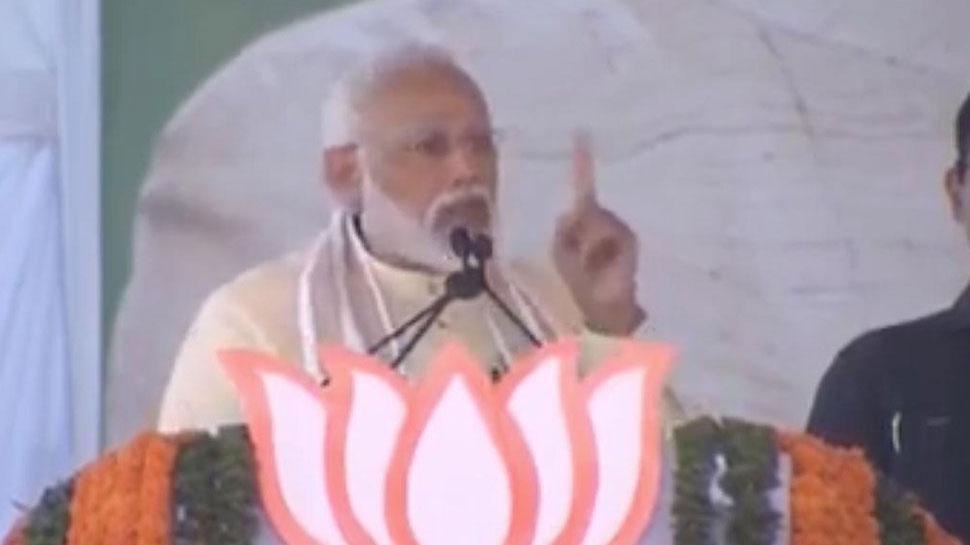VIDEO: बीजेपी नेता की फिसली जुबान कहा, 'साइकिल' का बटन दबा नरेंद्र मोदी को दोबारा प्रधानमंत्री बनाएं