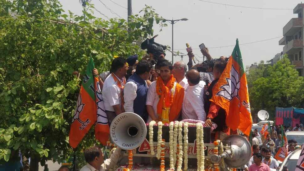 पूर्वी दिल्ली से BJP प्रत्याशी गौतम गंभीर का रोड शो, थोड़ी देर में दाखिल करेंगे नामांकन