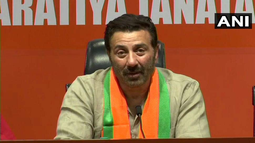 BJP में शामिल होते ही बोले सनी देओल, 'पापा अटल के साथ जुड़े मैं PM मोदी के साथ'