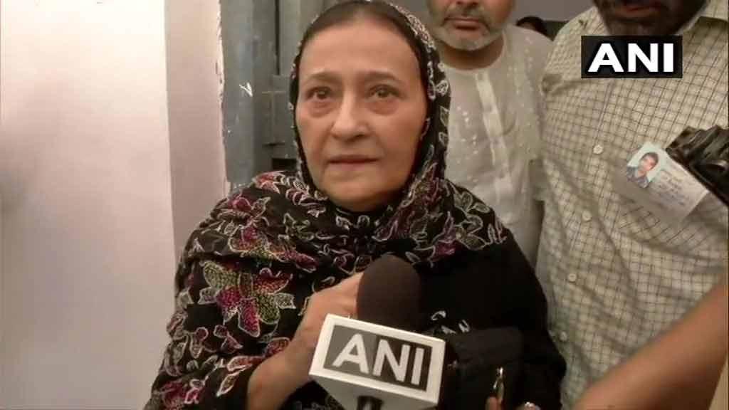 अनारकली वाले बयान आजम खान की पत्नी ने बेटे को दिया ग्रीन सिग्नल