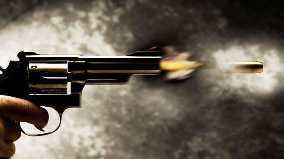 नोएडा: सोते हुए पिता को बेटे ने मारी गोली, हालत गंभीर