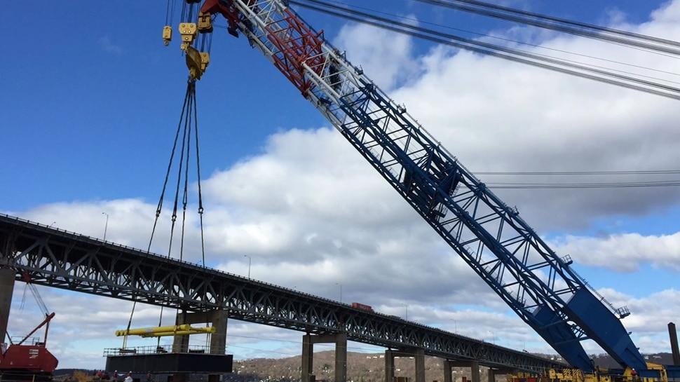 सिएटल में निर्माण कार्य में लगी एक क्रेन गिरने से चार लोगों की मौत