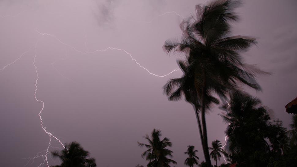 अगले 24 घंटे में भीषण चक्रवात में बदल सकता है 'फानी', दो दिन भारी बारिश की आशंका