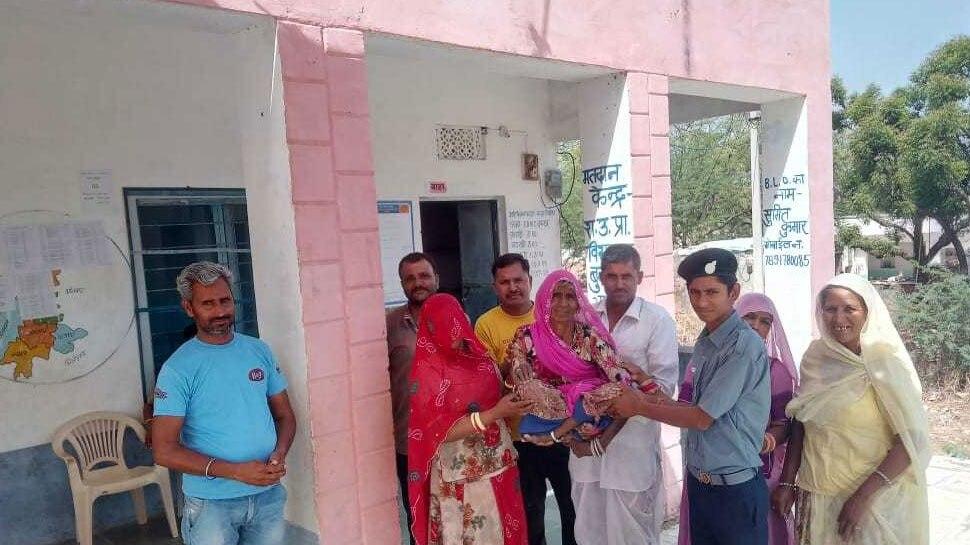 लोकसभा चुनाव 2019: 102 और 80 वर्षीय महिलाओं ने भी किया वोट