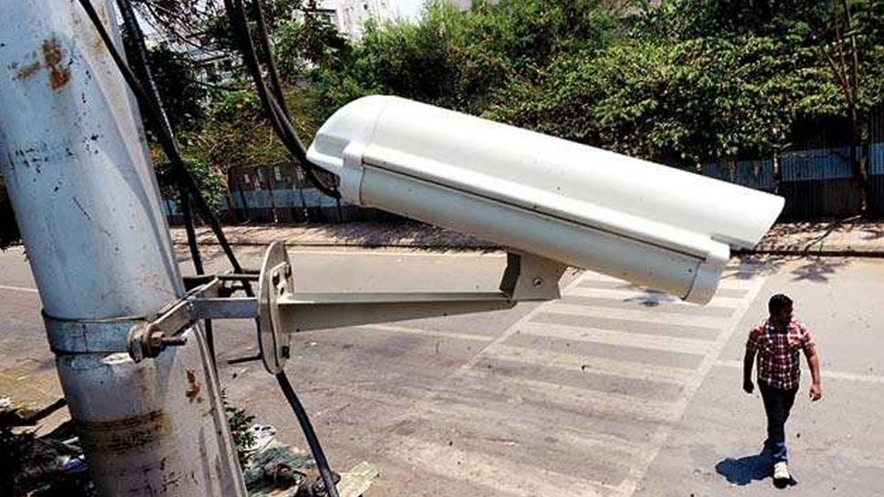 अहमदाबाद में सड़कों पर थूंकने पर कटेगा ई-चालान, 4000 CCTV कैमरे से रखी जा रही नजर